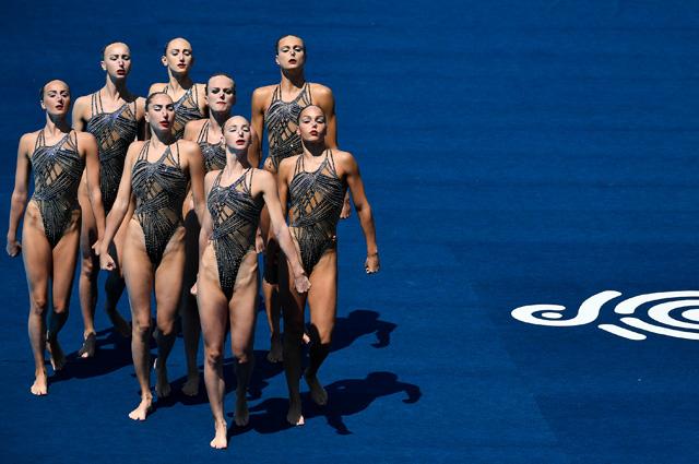 Спортсменки сборной России по синхронному плаванию на XVII чемпионате мира по водным видам спорта в Будапеште.