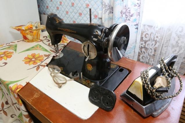 Швейная машинка и утюг помогали следовать моде