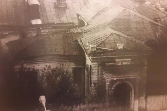 Так дом выглядел в советскую свою бытность, до реконструкции.
