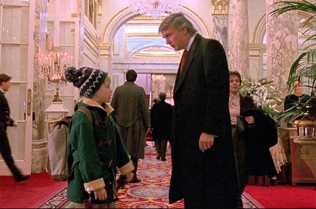 Маколей Калкин и Дональд Трамп в фильме «Один дома 2: Потерявшийся в Нью-Йорке».
