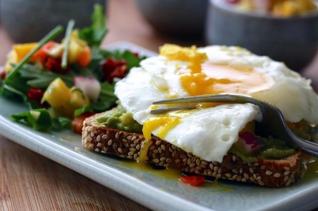 Бутербродом можно не только позавтракать, но и пообедать.