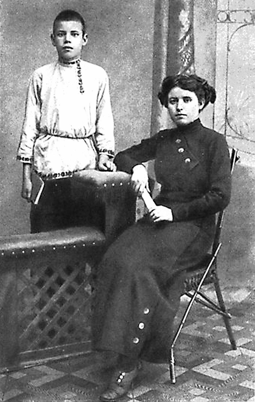 Исаковский с учительницей Екатериной Горанской. Ельня, 1913 г.