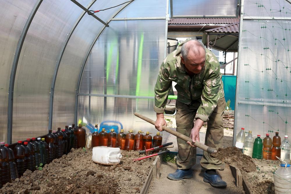 Почвосмесь взакрытом грунте требует заботы ивсамом конце сезона.