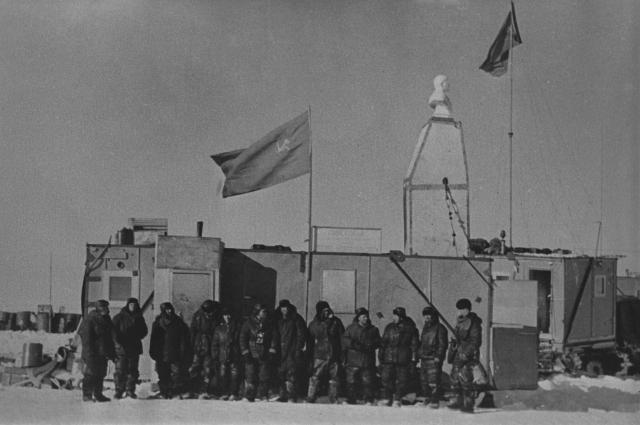 Участники экспедиции на советской антарктической станции «Полюс недоступности», 1975 г.