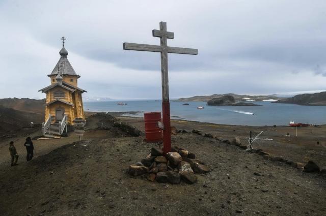 Церковь Святой Троицы (храм Животворящей Троицы) на российской антарктической станции «Беллинсгаузен» на острове Кинг-Джордж (Ватерлоо) в Антарктиде.