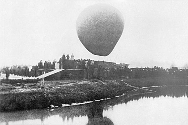 Воздушный шар «Русский», на котором Д. И. Менделеев 7 августа 1887 года совершил полёт для наблюдения полного солнечного затмения.