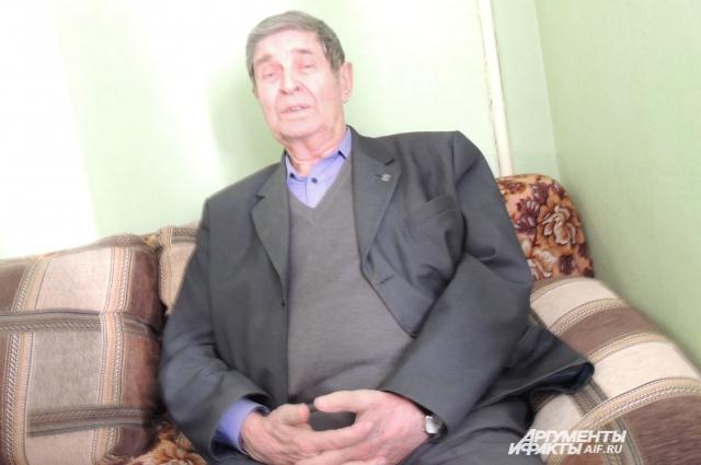 Владислав Жернох, более пятидесяти лет проработавший в сфере строительства, увидел нарушения в реконструкции помещения