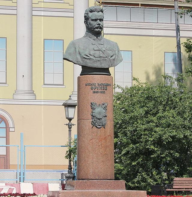 Памятник Михаилу Фрунзе в Москве