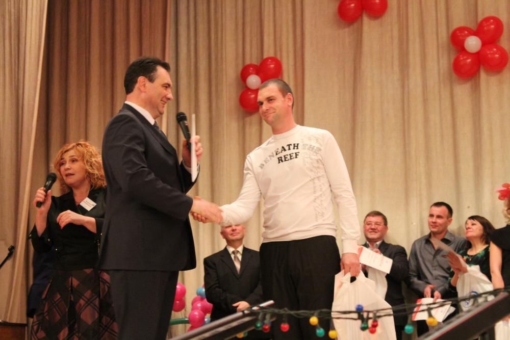 Андрей Сорокин вручил награду победителю Андрею Голяховскому.