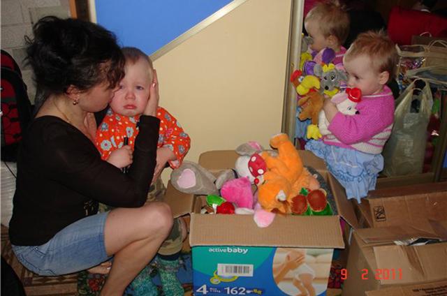 Людмиле и детям помогали самые разные люди: мамочки со всего Кирова привозили еду, одежду и игрушки.