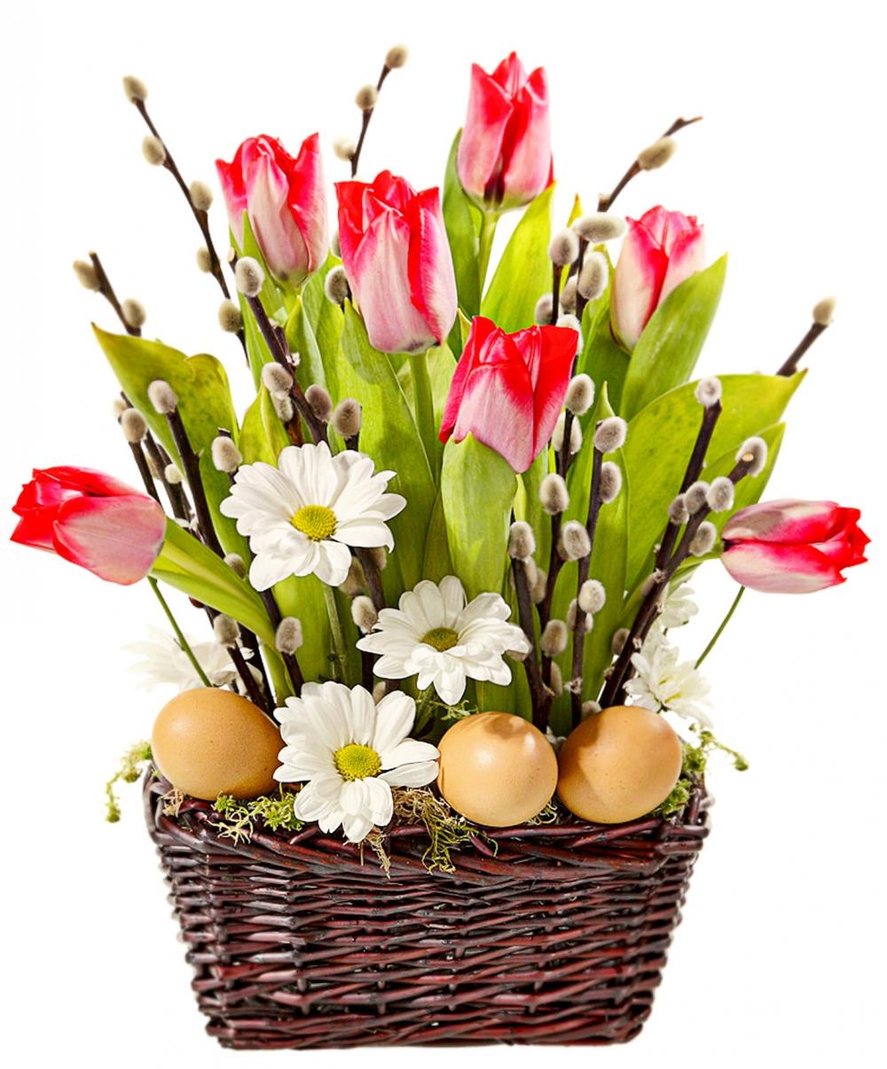 Для пасхального декора подойдут любые весенние цветы: тюльпаны, ландыши, нарциссы и ромашки.