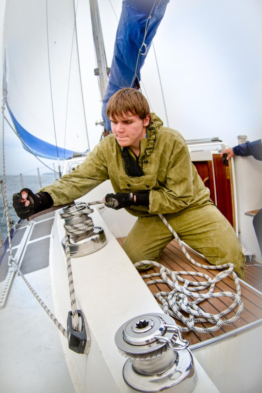 Васкевич освоил управление яхтой.