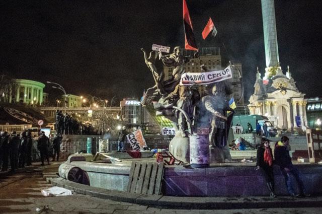 Площадь Независимости после разгона палаточного лагеря сторонников евроинтеграции в Киеве