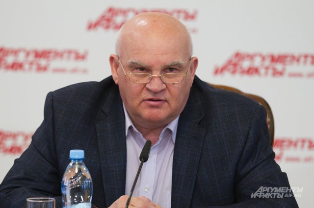 Писатель Александр Лапин