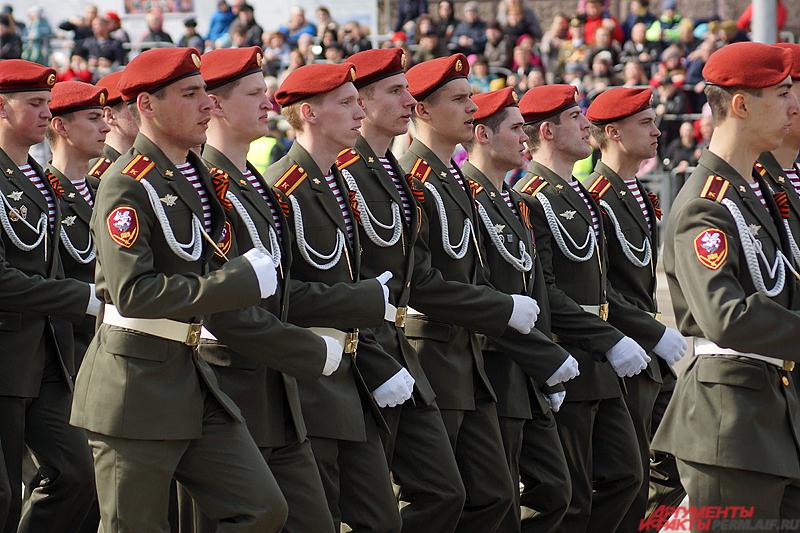 В пермском параде Победы приняли участие 23 «коробки» военных.