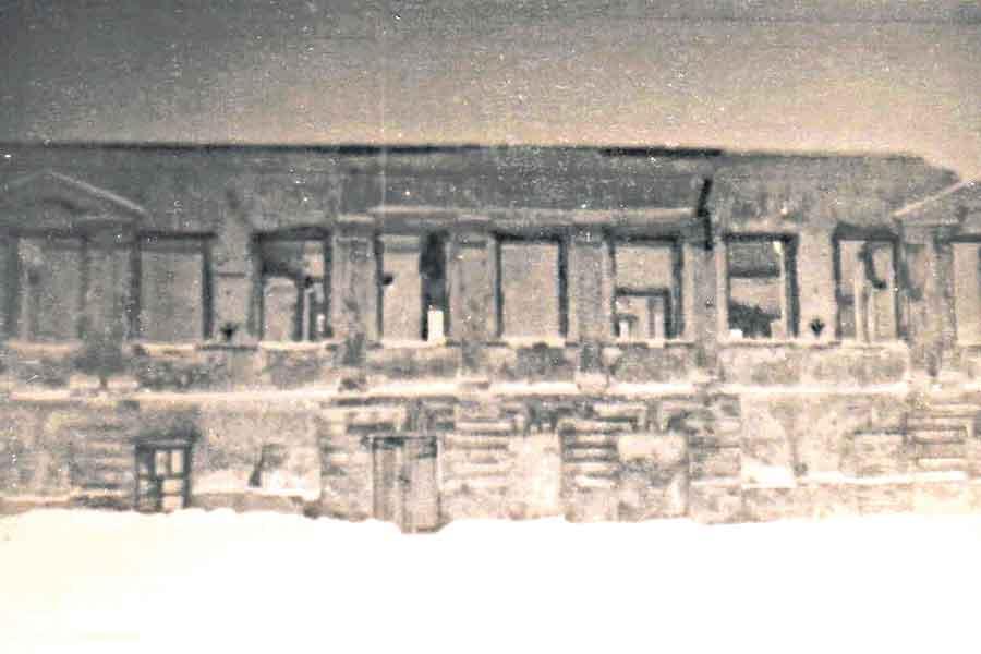 Всё, что осталось от здания после войны (снимок 1952 года).