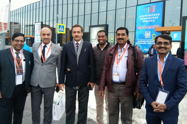 в эксклюзивной выставке принимают участие 70 ведущих индийских компаний.
