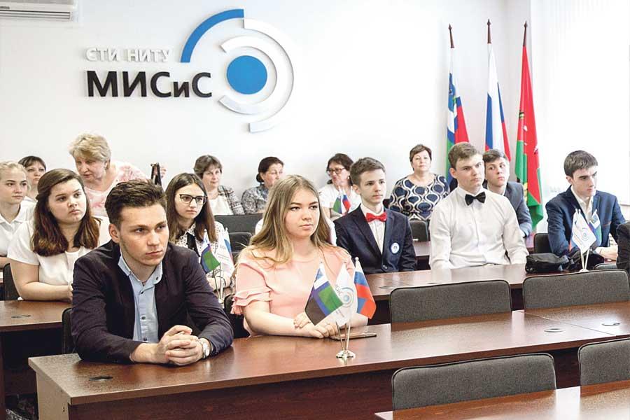 Стойленский ГОК поддерживает студентов вузов.