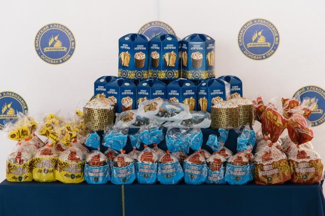 Узнать фирменную выпечку можно по нарядной упаковке, которая сохраняет все вкусовые качества изделия всю праздничную неделю.