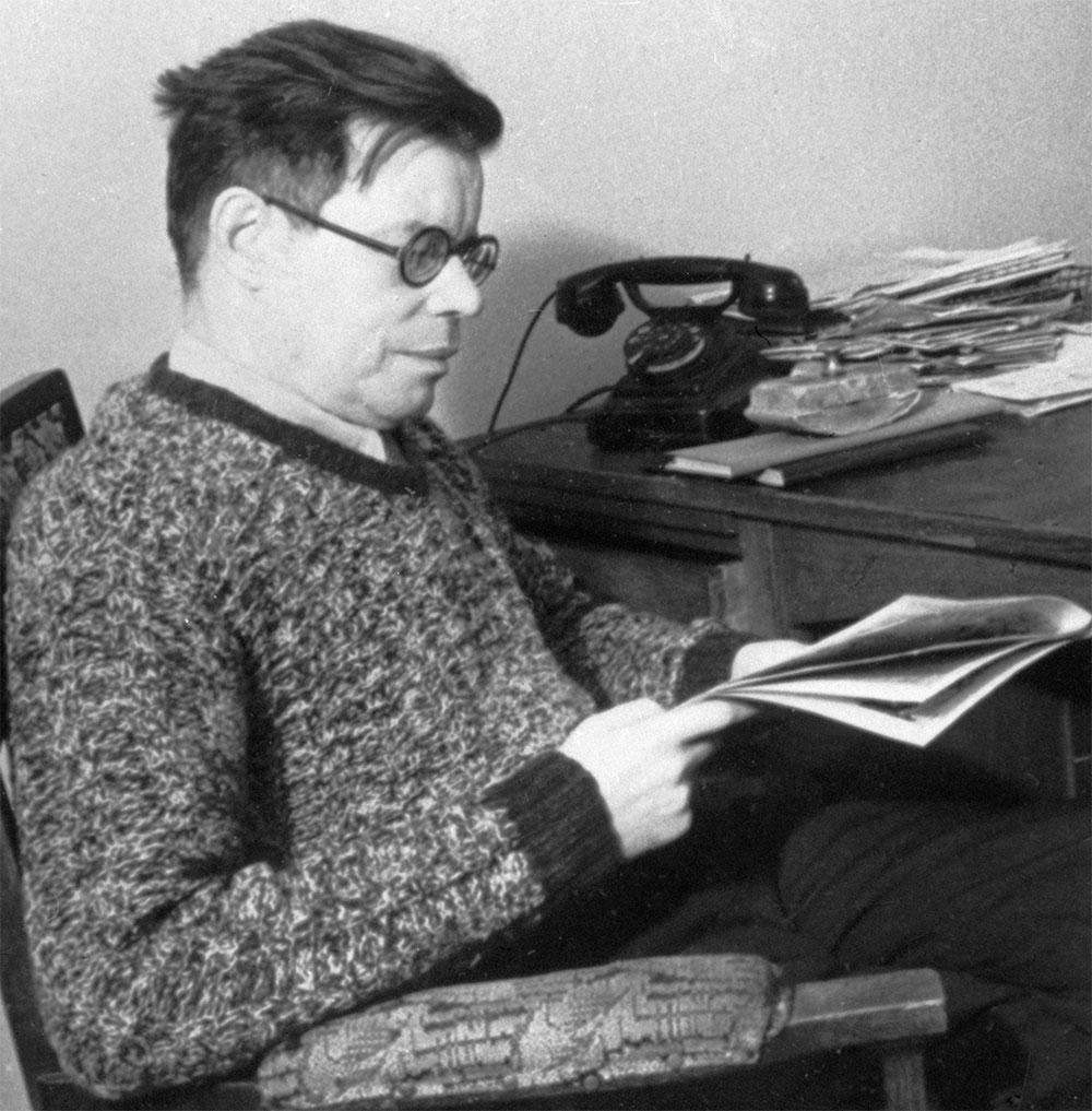Поэт Михаил Васильевич Исаковский. 1946 год.