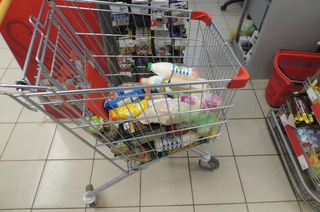 Волонтёры будут сами покупать продукты пенсионерам.