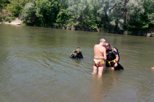Поиски Максима Шыршова в воде