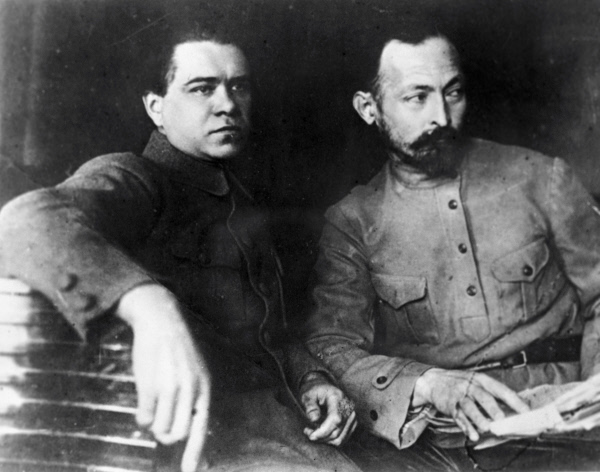 Феликс Дзержинский (справа) и Яков Петерс (слева)