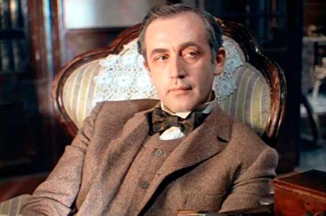 Василий Ливанов в роли Шерлока Холмса.