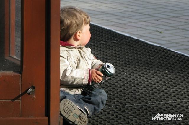 Детьми стоит с самого раннего возраста.