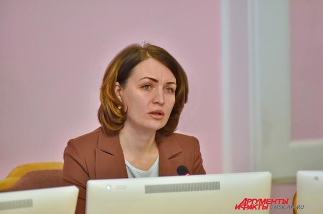 Вначале Оксане Фадиной пришлось пройти через собеседование с комиссией.