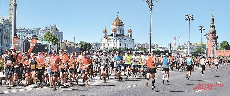 Забег на 21,1 км традиционно проходил по набережным.