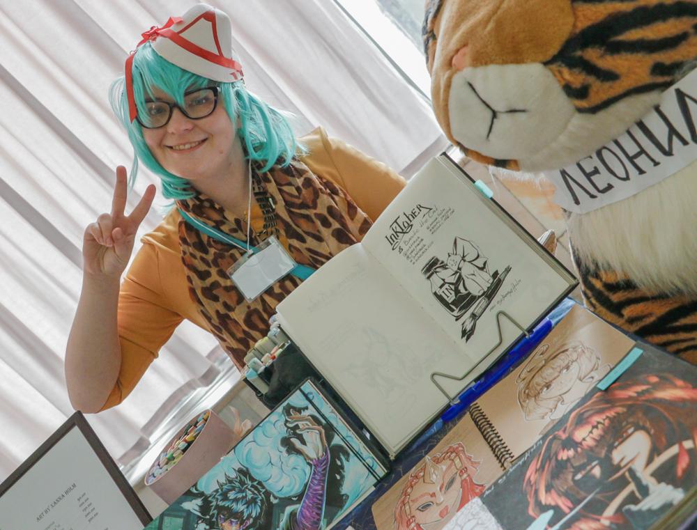 На фестивале можно не только купить нарисованные вручную мангу или комикс, но и познакомится с его автором.