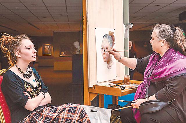 В день открытых дверей проходят бесплатные уроки, на которых вместе с художниками академии можно написать акварельную картину.