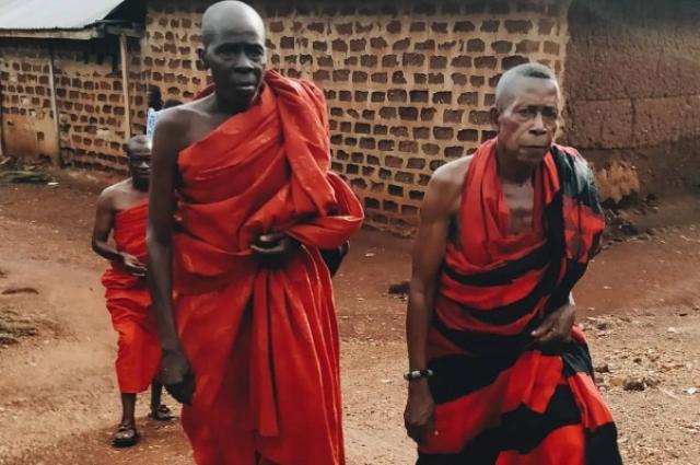 Жители африканской деревни.