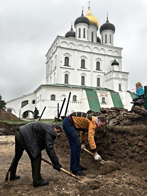 Раскопки в Псковском кремле.