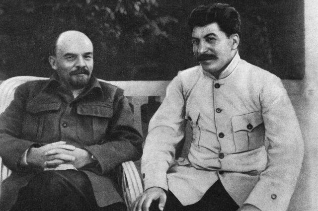 У Ленина Аллилуева работала секретарем.