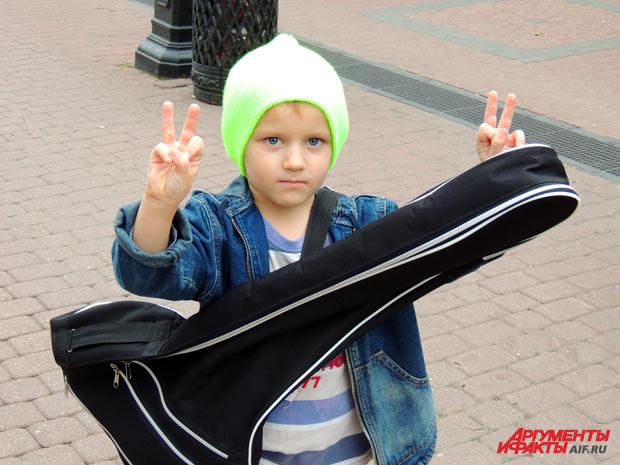 Миша звезда нижегородского Арбата