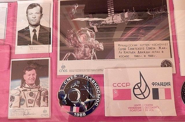 Космонавт прислал письмо и нашивку