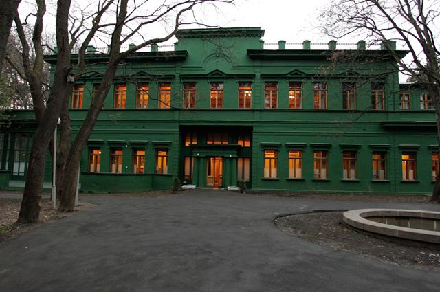 Здание ближней дачи Иосифа Сталина в Кунцево в Москве.