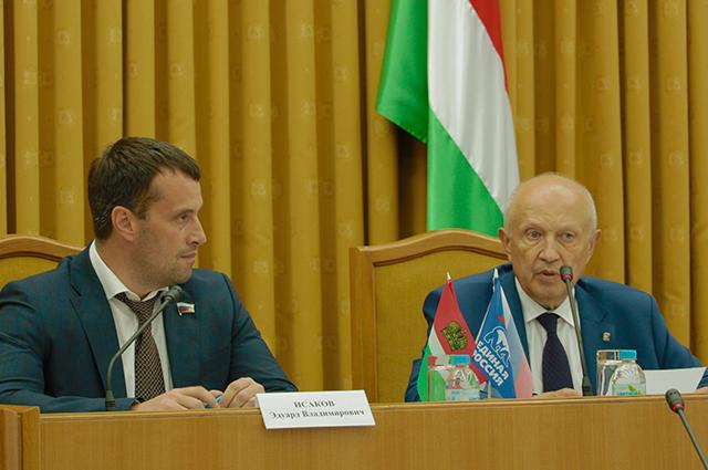 Парламентарии региона встретились с представителями временной комиссии.