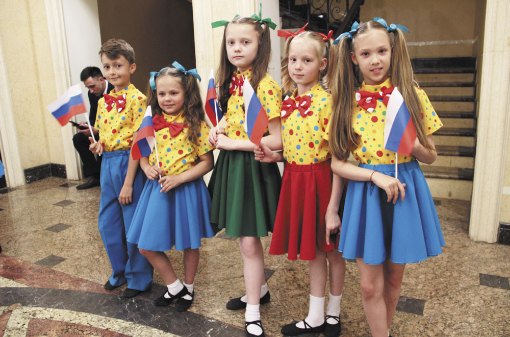 Дети тоже спели для собравшихся в зале филармонии.
