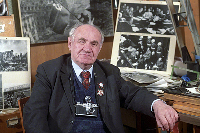 Евгений Халдей. 1995 год