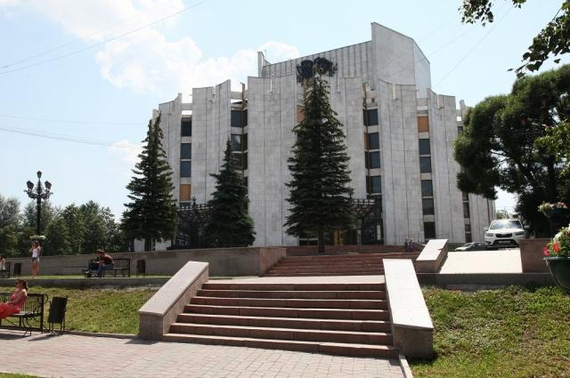 В большинстве городов страны здания театров прямоугольные, а в Челябинске театр драмы круглый.