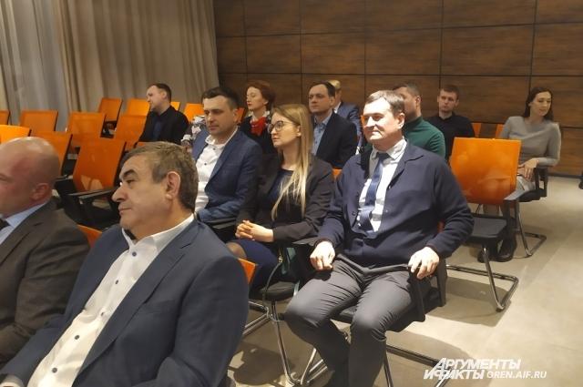 Предприниматели обсудили нюансы взаимодействия друг с другом, проанализировали проблемы и высказали предложения по поиску решений.