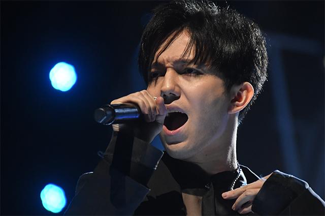 Певец Димаш Кудайберген на концерте «Песня года - 2020».