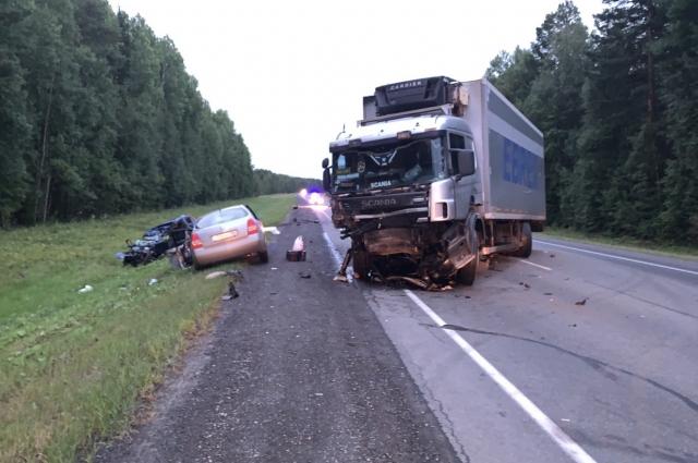 В массовом ДТП на трассе Тюмень – Ханты-Мансийск погибли два человека.