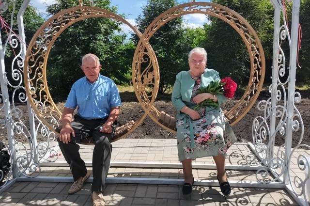 На «обручальные» качели парка «7Я» приходят и молодожёны, и юбиляры, имеющие за плечами серебряный и золотой стаж супружеской жизни.