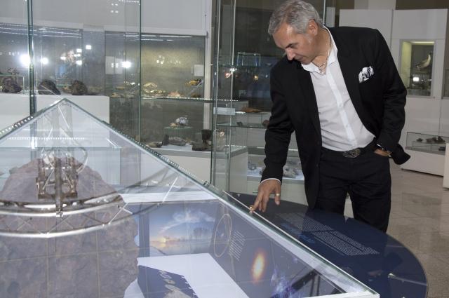 Романа Карпухина заинтересовал огромный осколок метеорита