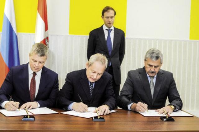 Губернатор подписал специнвестконтракты с Лысьвенским металлургическим заводом, «Протон-ПМ» и предприятием «Сода-Хлорат».