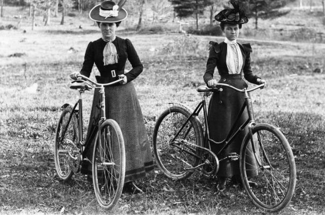 Раньше на велосипеде можно было ездить только за городом.